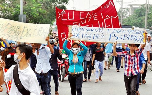 VIETNAM_-_protesta_lavoratori